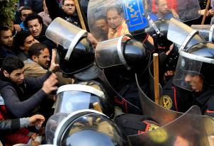 Riot police clash with protesters in Cairo